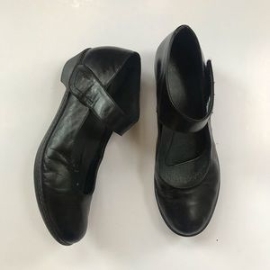 Dansko women's black leather Mary Jane shoes sz 40